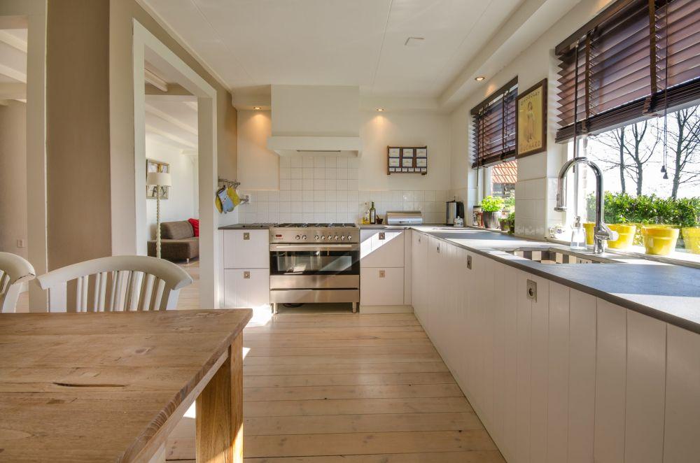 Jak sprzątać mieszkanie? – poznaj przydatne wskazówki!