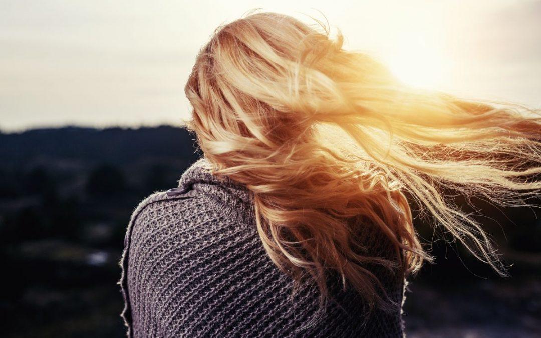 Jak dbać o włosy? Podstawowe porady pielęgnacyjne
