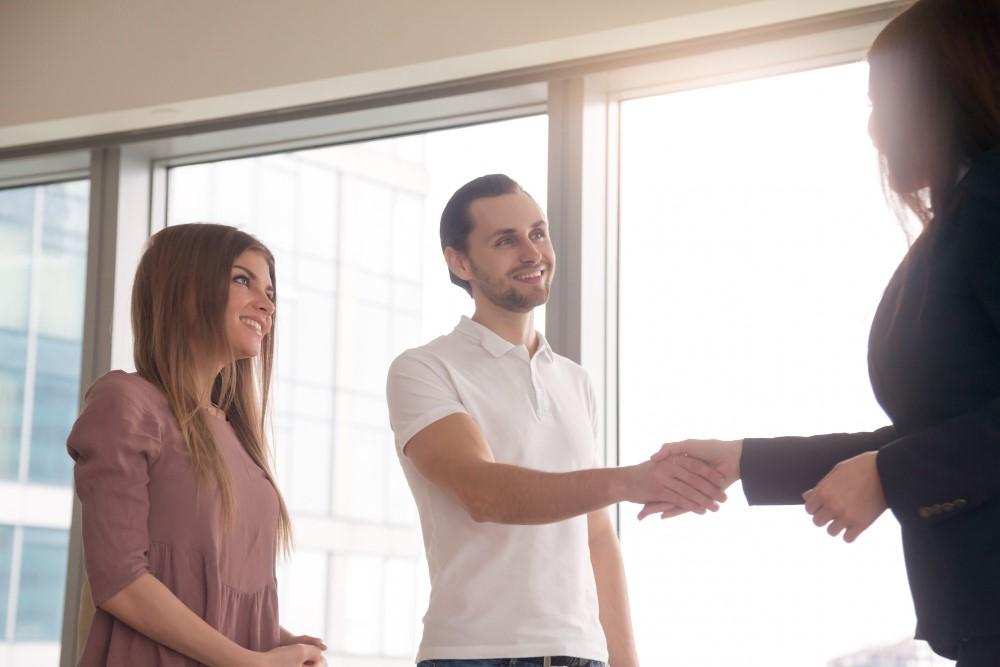 Kto opłaca notariusza przy zakupie mieszkania?