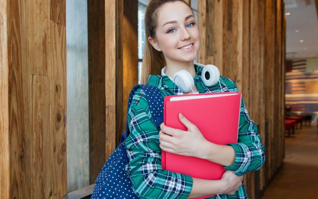 Jaka praca dla licealisty jest legalna i korzystna? Wskazówki